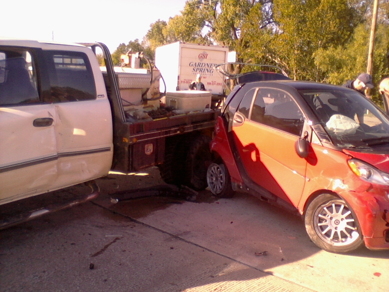 Smashed Between 1 Ton Flat Bed Truck Large Delivery Page 3 Smart Car Forums